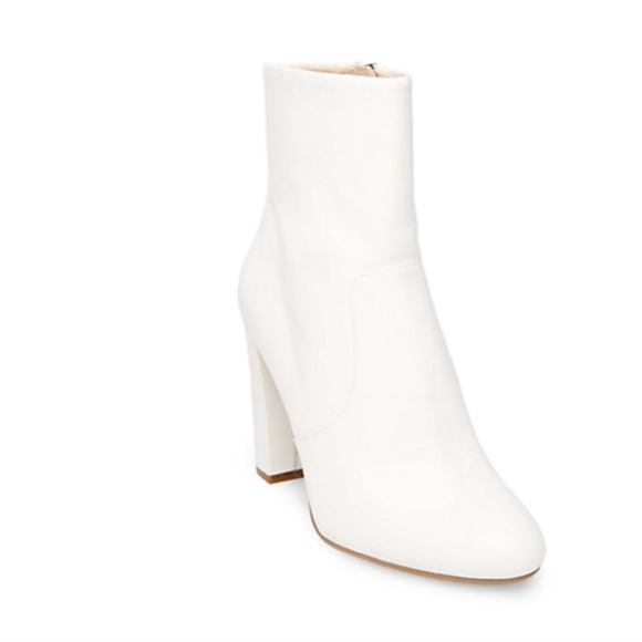 652dea75137 steve madden white ankle boots nwob. M 5a9a17fea44dbe781b99b523